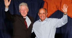 Clinton delivers fiery campaign appearance for Carmona
