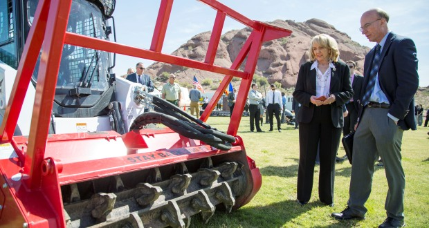 Gov. Jan Brewer, left, with State Forester Scott Hunt, looks at the new equipment before a news conference, April 2 on the upcoming wildfire season. (AP Photo/The Arizona Republic, Nick Oza)