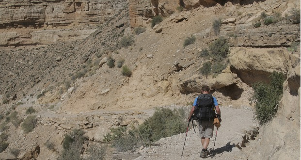 Matt Rudig, a Coconino County official, begins his 8-mile trek to the Havasupai Tribe's village at the bottom of the Grand Canyon. He set up a polling station for the tribe for the 2016 Arizona primaries. (Photo by Bri Cossavella/Cronkite News)